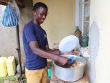 Paulinas kulinarischer Ausflug: Typisch Uganda. :)